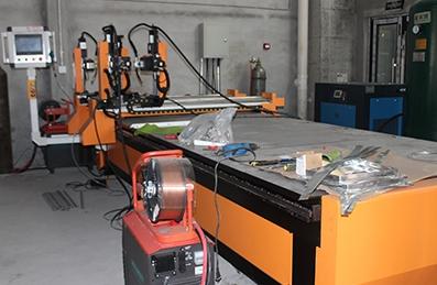 角铁法兰四枪自动焊接生产线